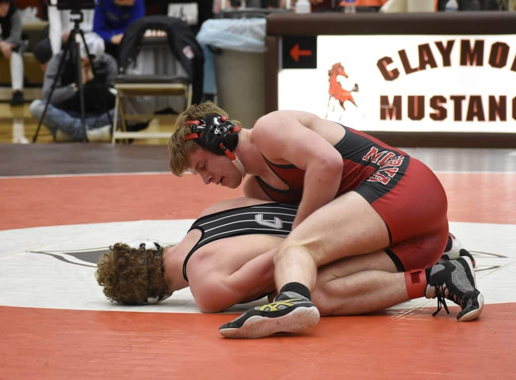 Minerva senior Ethan Mueller (top) defeated Evan Lewis of Carrollton for the sectional title at 152 lbs.